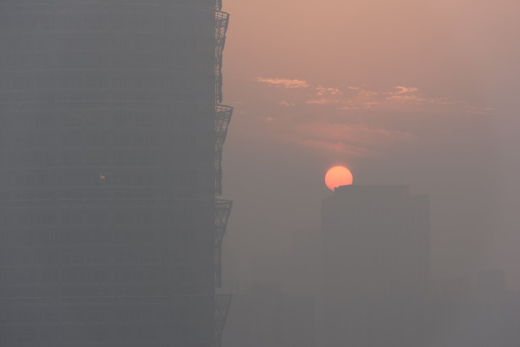 Image: A view of sunset is seen in smog in Zhengzhou