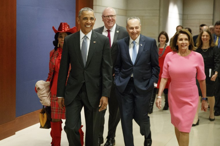 Image: Obama arrives on Capitol Hill to meet with members of Congress