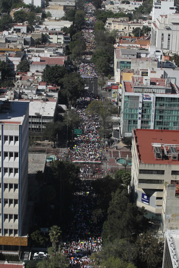 Image: Protestors demonstrate against an increase in the price of petrol in Mexico