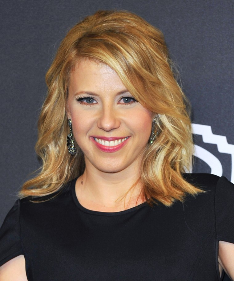 Jodie Sweetin Of Fuller House Debuts A Bob Haircut On Instagram