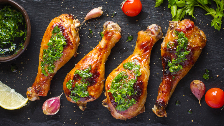 Roasted chicken legs with parsley sauce