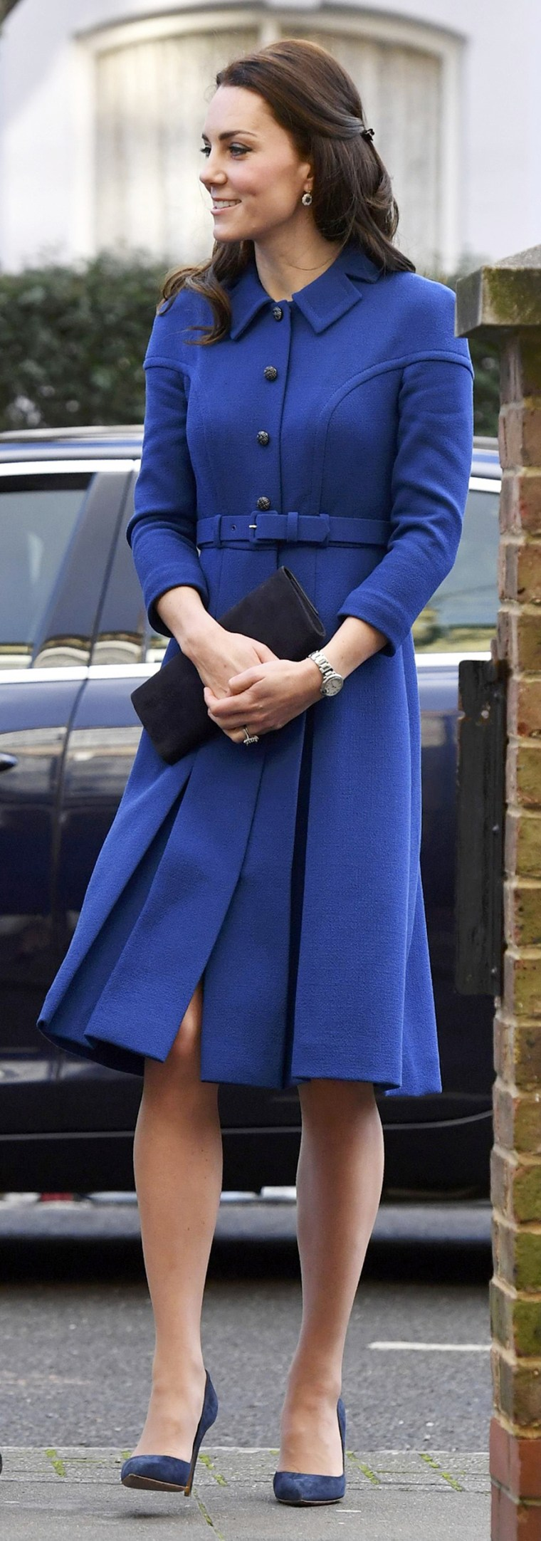 c20517a504d Duchess Kate looks like Princess Diana in this blue coat