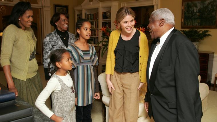 Jenna Bush Hager and Barbara Bush welcome Malia and Sasha Obama to a tour of the White House