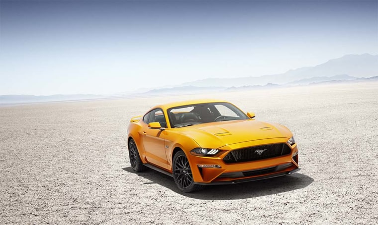 The 2018 Ford Mustang adopts a lower, reshaped hood and grille, and repositioned air vents. All 2018 Mustangs get LED signature lighting, low-beams and turn signals, with projector high-beams and available fog lamps.