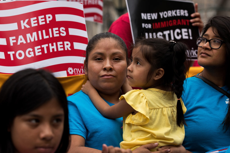 Image: Activists rally for immigration reform