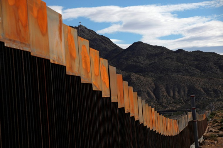 Image: A general view shows a newly built section of the U.S.-Mexico border wall at Sunland Park