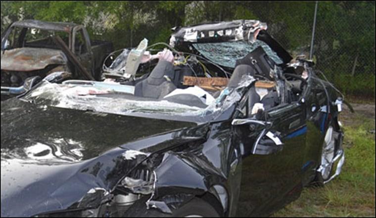 Image: Tesla crash
