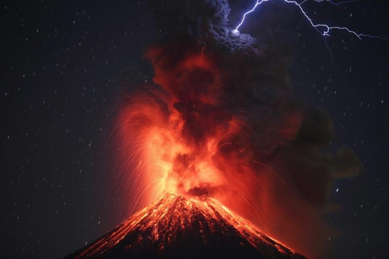 Image: Volcano Colima activity in Mexico
