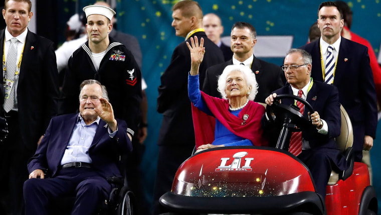 Former US President George H. W. Bush and former First Lady Barbara Bush are introduced prior to Super Bowl 51
