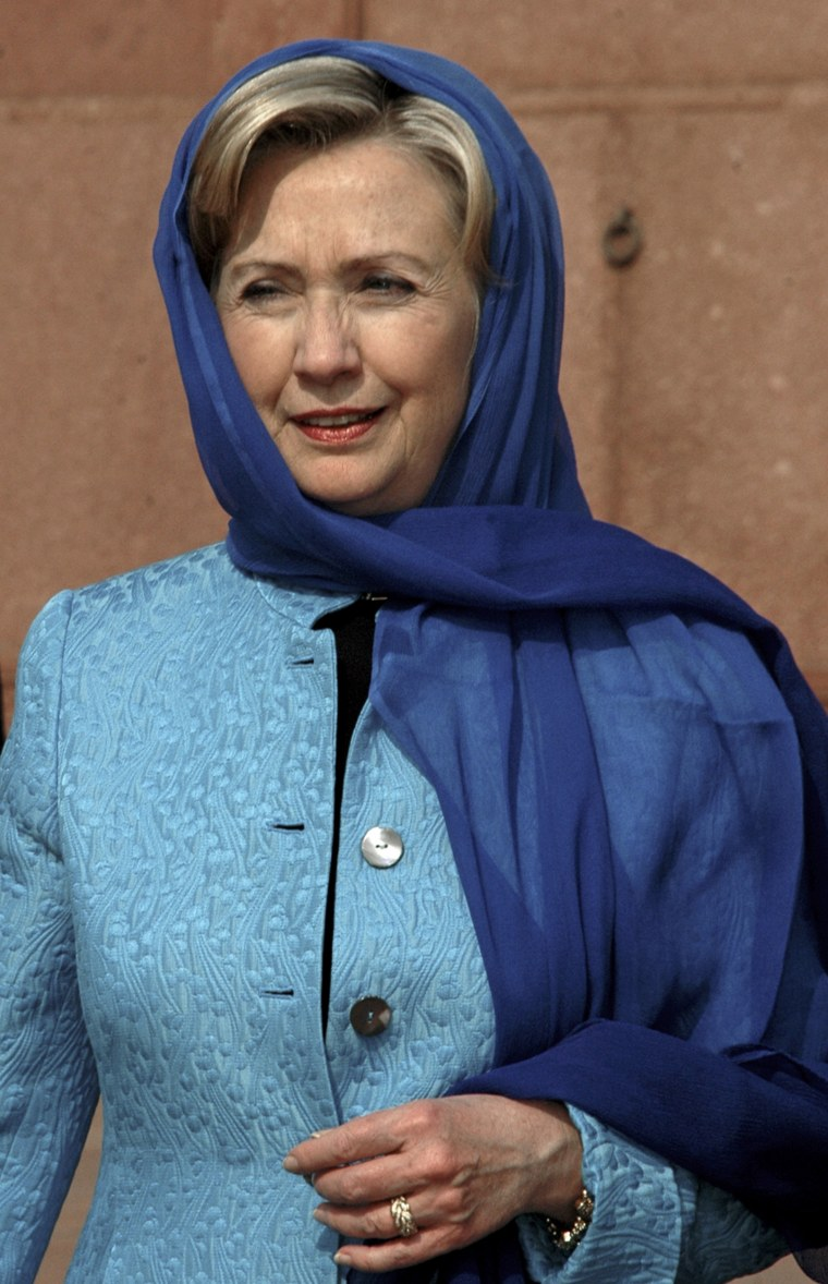 Image: U.S. Secretary of State Hillary Clinton visits the historical Badshahi Masjid in Lahore