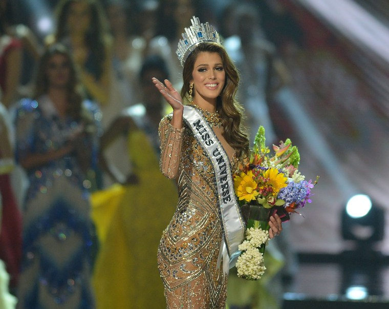 Image :Miss Universe Iris Mittenaere of France waves to the audience after winning the title at the Mall of Asia Arena in Manila on January 30, 2017.