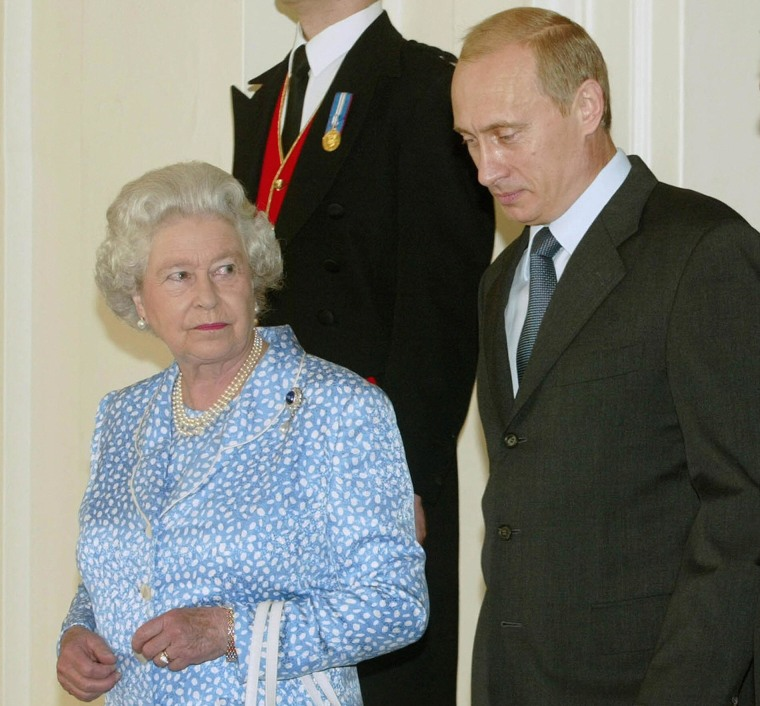 Image: Queen Elizabeth II and President Vladimi