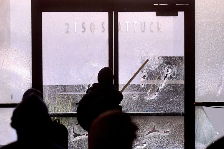 Image: A protester smashes a bank window in Berkeley