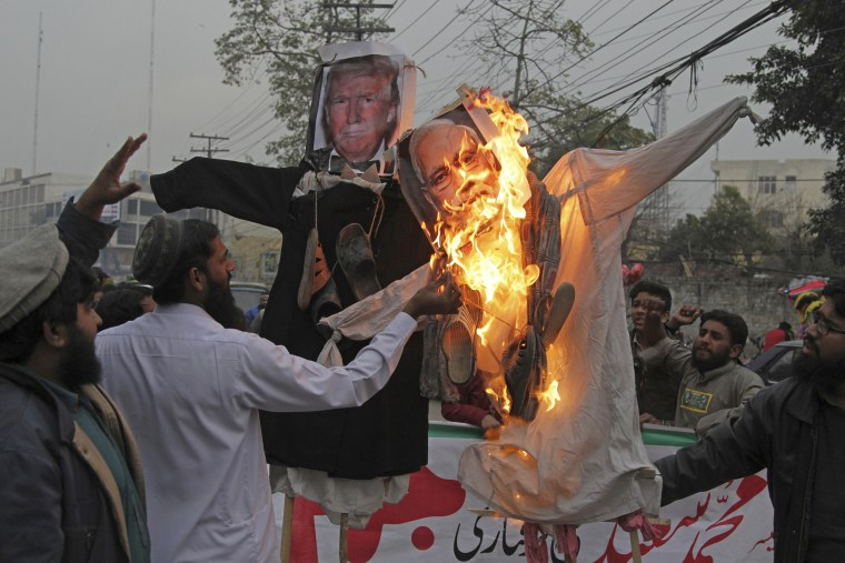 Image:Supporters of Hafiz Saeed burn effigies of President Donald Trump and Indian Prime Minister Narendra Modi