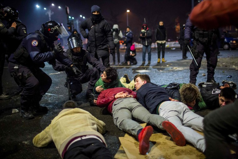 Image: Riot police detain protesters during a protest in front of the government headquarters  against controversial decrees to pardon corrupt politicians and decriminalize other offenses in Bucharest on Feb. 1, 2017.