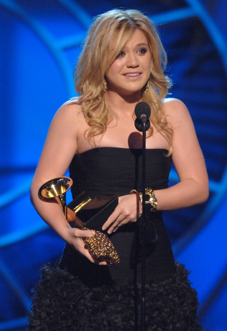 """Kelly Clarkson accepts GRAMMY for Best Female Pop Vocal Performance for """"Since U Been Gone"""""""