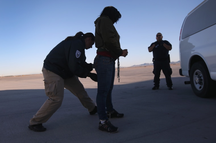Image: ICE Detains And Deports Undocumented Immigrants From Arizona