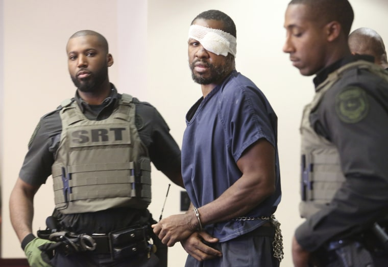 Image: Markeith Loyd, center