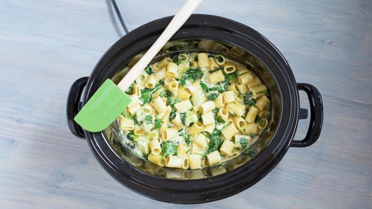 Slow-Cooker Broccoli-Spinach Pasta Alfredo