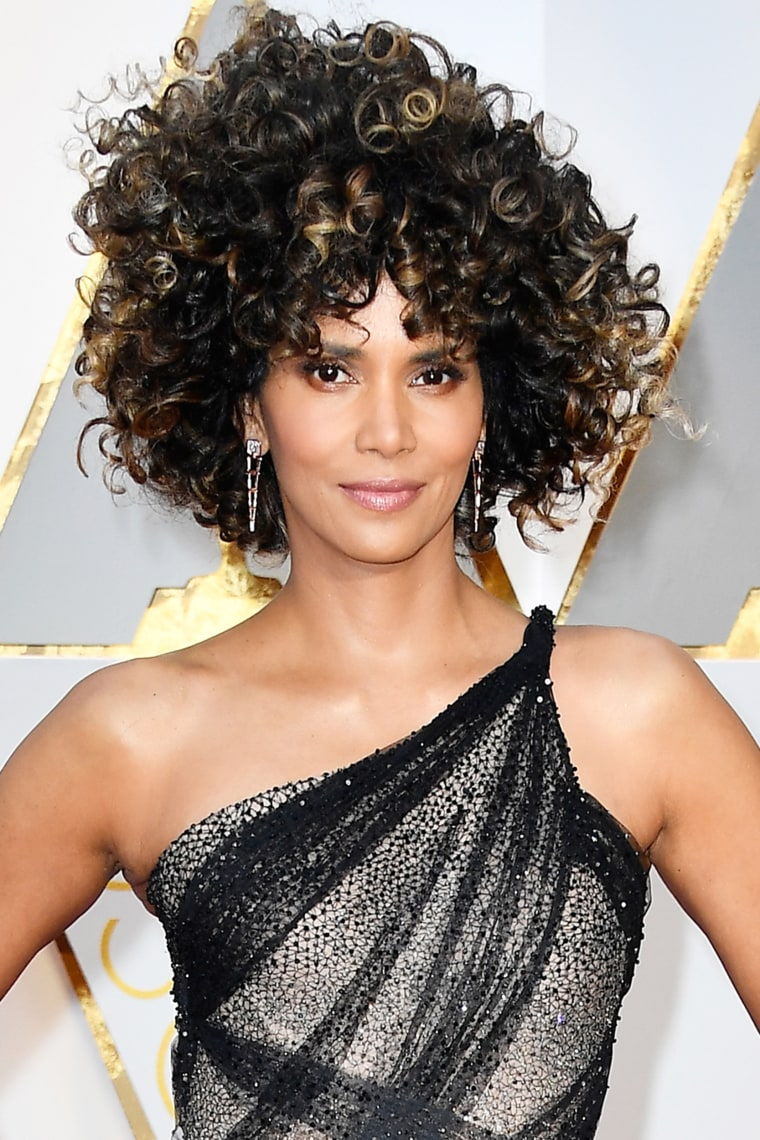Halle Berry Oscars red carpet 2017
