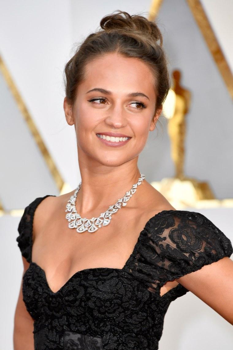 Alicia Vikander Oscars red carpet 2017
