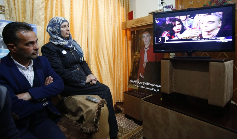 Image: The father and mother of Palestinian Abdul Fatah al-Sharif