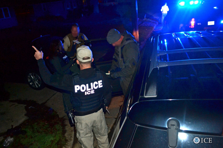 Image: U.S. ICE officers conduct a targeted enforcement operation in Atlanta