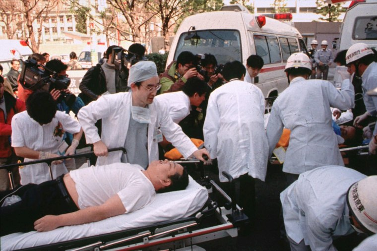 Image: Sarin victims in Tokyo in 1995