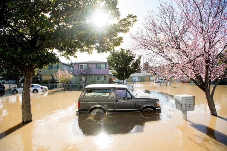 Image: TOPSHOT-US-WEATHER-CALIFORNIA-FLOODS
