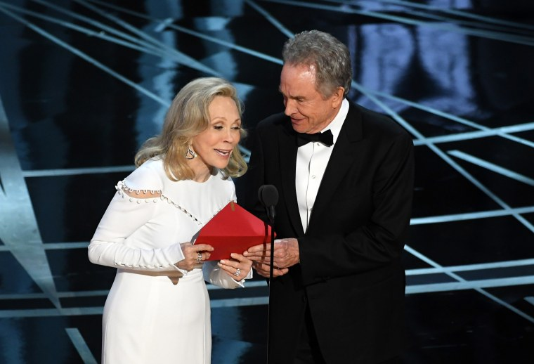 Image: Actors Faye Dunaway and Warren Beatty announce the best picture winner at the 89th Academy Awards