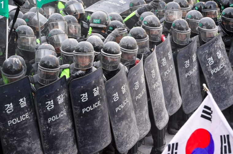 Image: Supporters of Park Geun-hye clash with police.