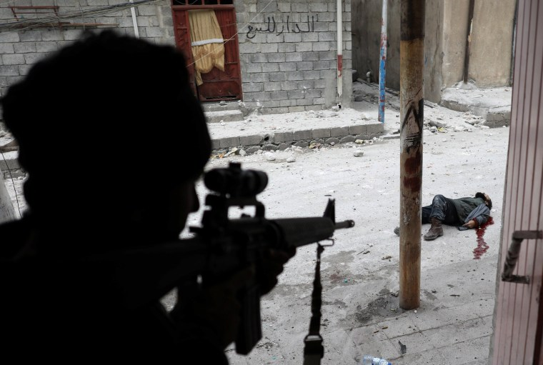 Image: An Iraqi special forces soldier shot dead an Islamic State suicide bomber in Mosul