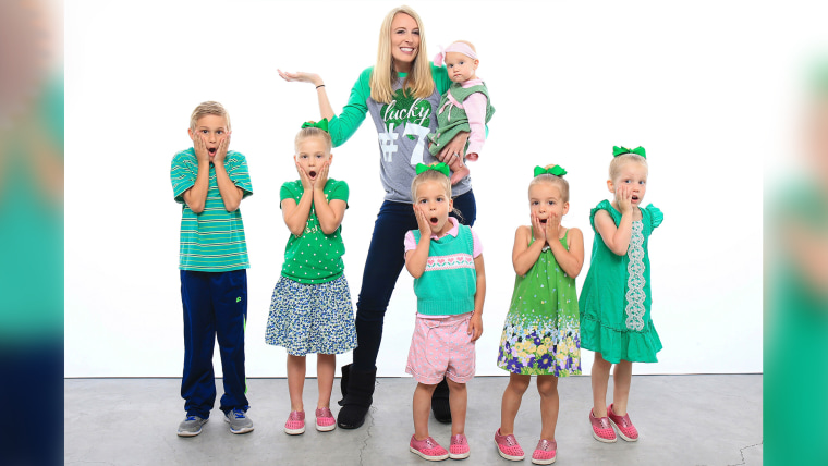Laura Last poses with her six children in the announcement of her new addition!