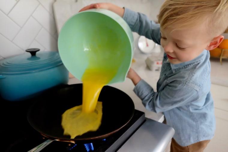 Kelsey Nixon's son Ollie making scrambled eggs