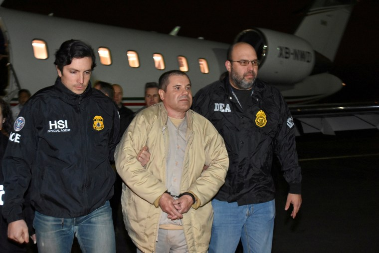 """Image: Mexico's top drug lord Joaquin \""""El Chapo\"""" Guzman is escorted as he arrives at Long Island MacArthur airport in New York"""