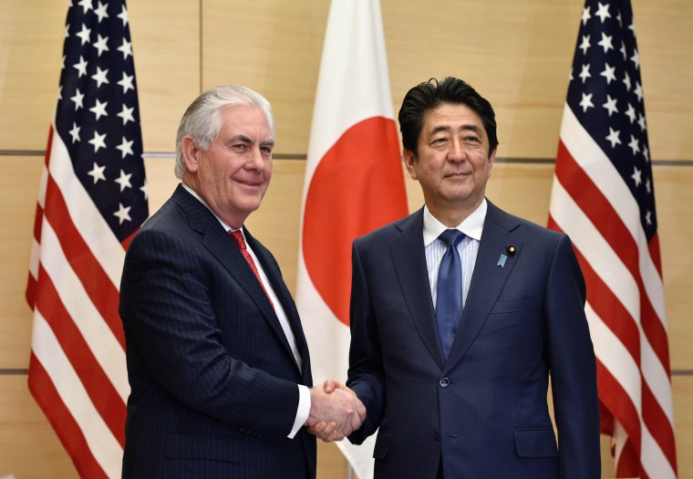 Image: US Secretary of State Rex Tillerson and Japanese Prime Minister Shinzo Abe