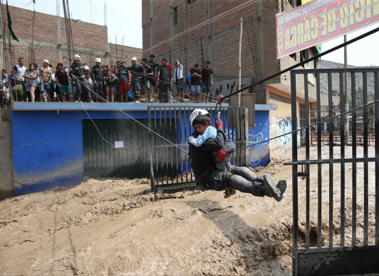 Image: Peruvian National Police rescue people trapped in buildings.