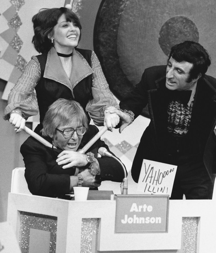 4 outrageous 'Gong Show' moments to remember host Chuck Barris