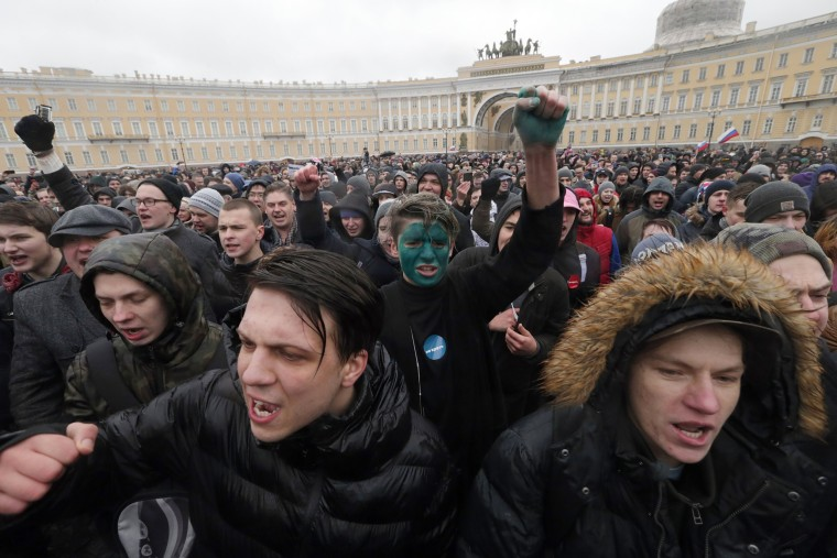 Image: People take part in an opposition rally at the Dvortsovaya square.