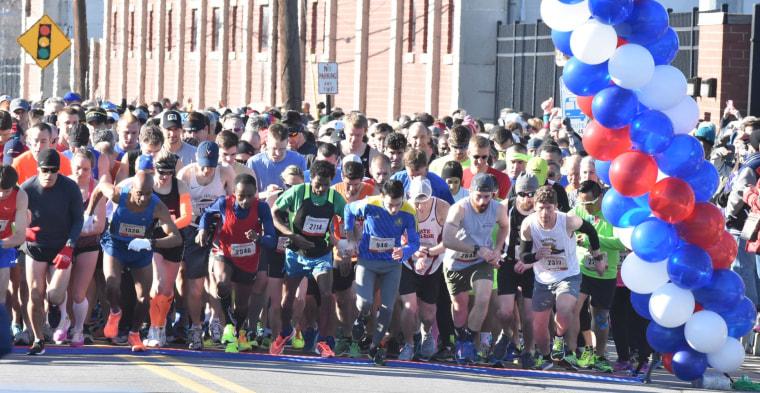 Image: Runners take off during the Scranton half-marathon