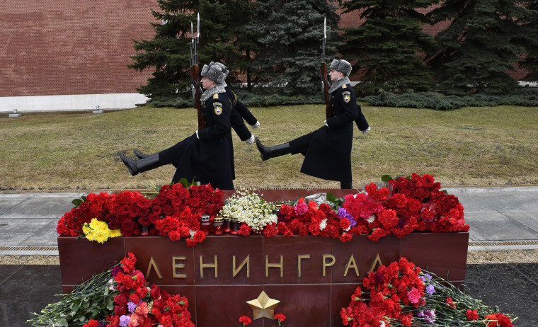Image: Tributes in Moscow to the victims of the Saint Petersburg terrorist metro attack.