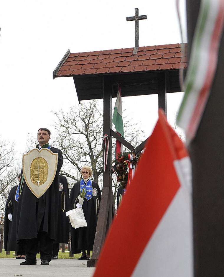 Image: Vitezi Rend members commemorate the 1956 anti-Soviet uprising