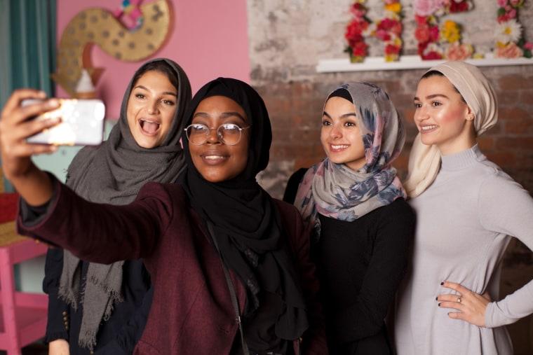 Image: Muslim girls take a selfie