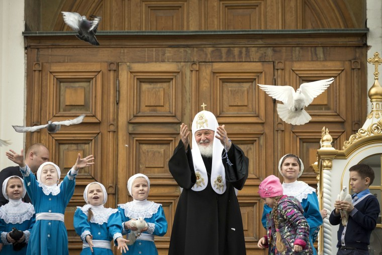 Image: releases birds at Annunciation Cathedral in Moscow