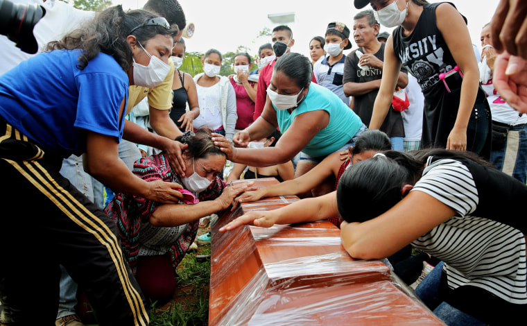 Image: People mourn loved ones at a mass funeral after a mudslide hit Mocoa