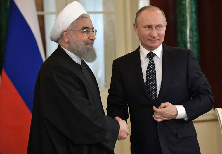 Image: Rouhani and Putin shake hands