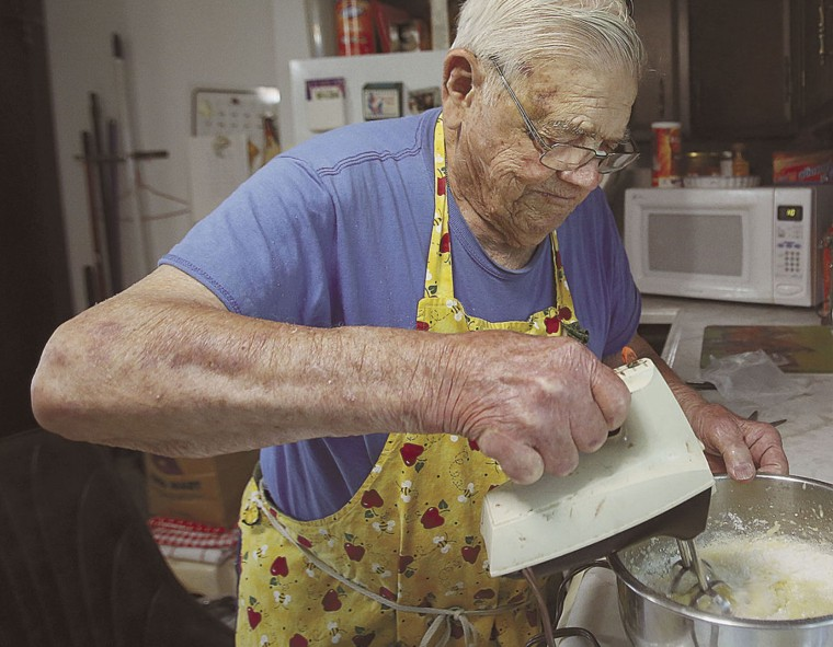 Leo Kellner bakes and gives back to the community