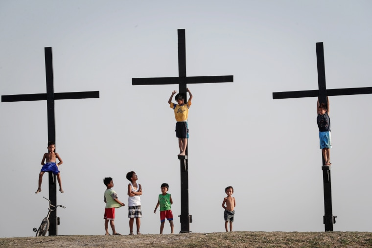 Image: Filipinos prepare for Lenten traditions