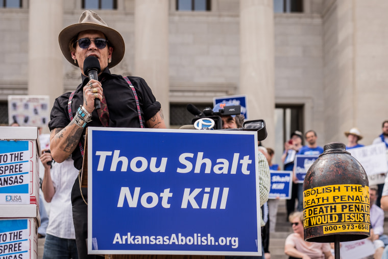 Image: Johnny Depp speaks out against the death penalty on the steps of the state capitol in Little Rock