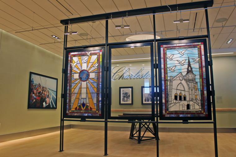 Image: Charleston international Airport Stained Glass